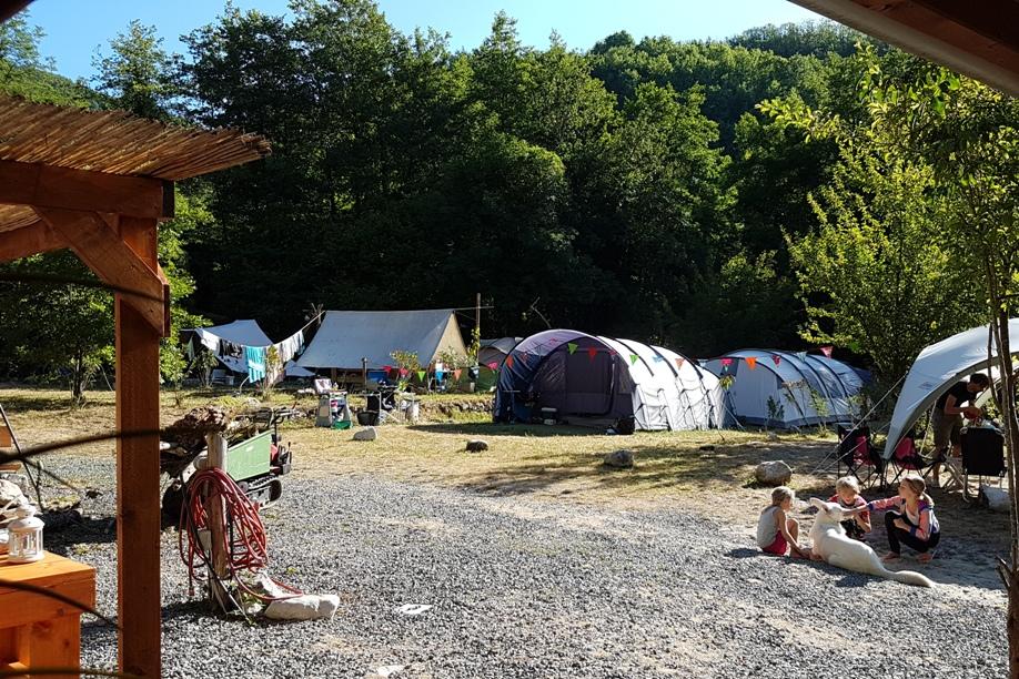 camping RioRequesa met huurtent cabines en vrije plaatsen