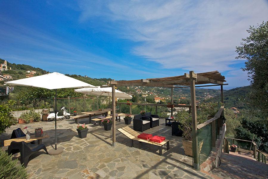 terras OlivArancio met zeezicht